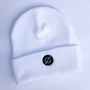 beanie white (black logo) - echelon