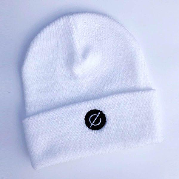 beanie white (black logo) - echelon